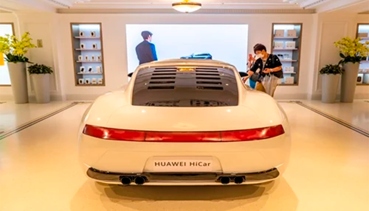 China Has Introduced The World's First Car With The Huawei HiCar Operating System